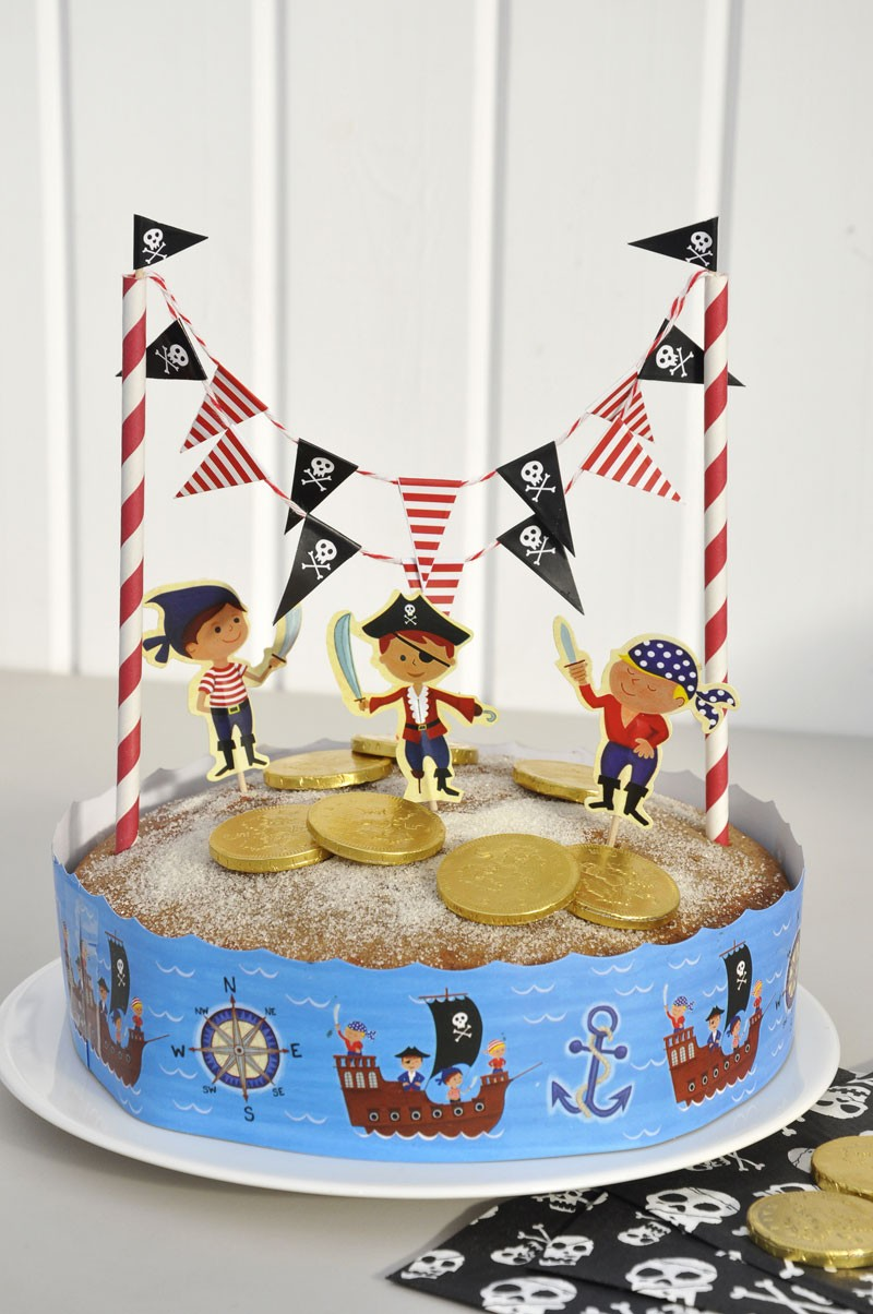 Pirate_cake_bunting_02