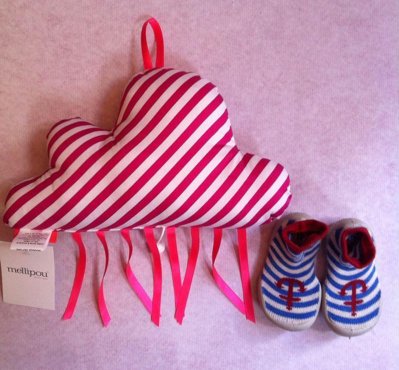 Nuage-musicale-cadeau-naissance-chaussons-