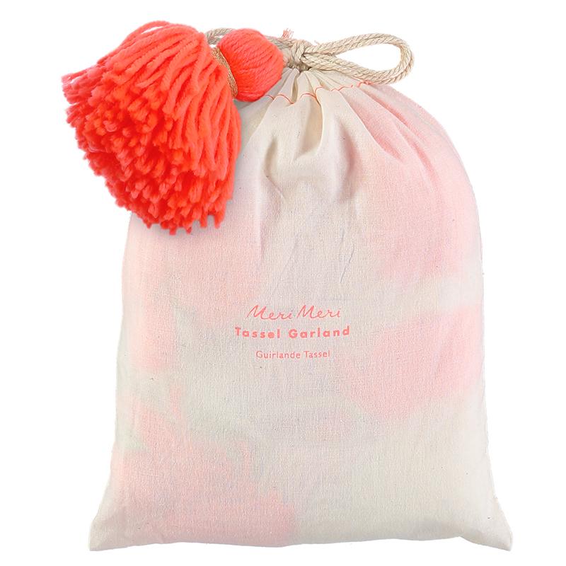 Sac-coton-pompons-fluo-rose-deco-guirlande-pomons-merimeri-paris15