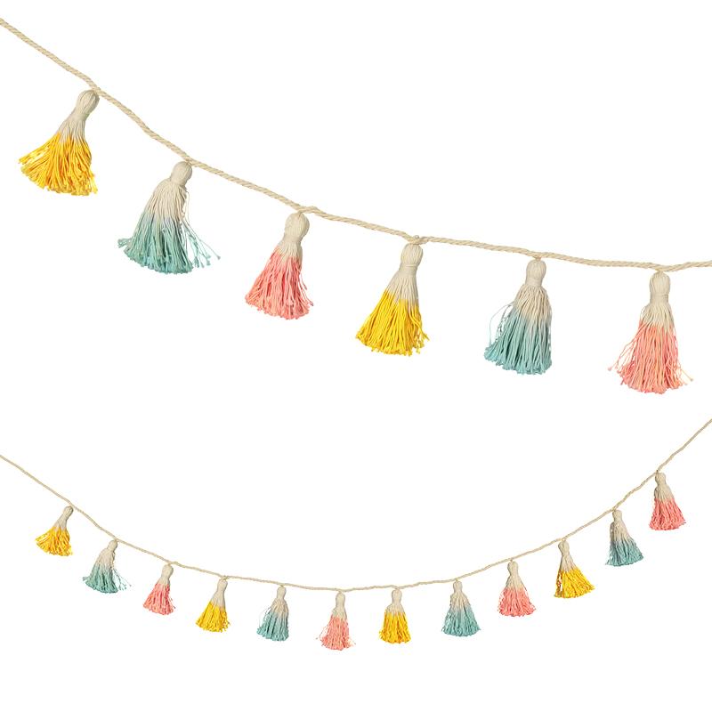 Gurilande-pompons-colorés-tieanddie-paris15-enfants-deco