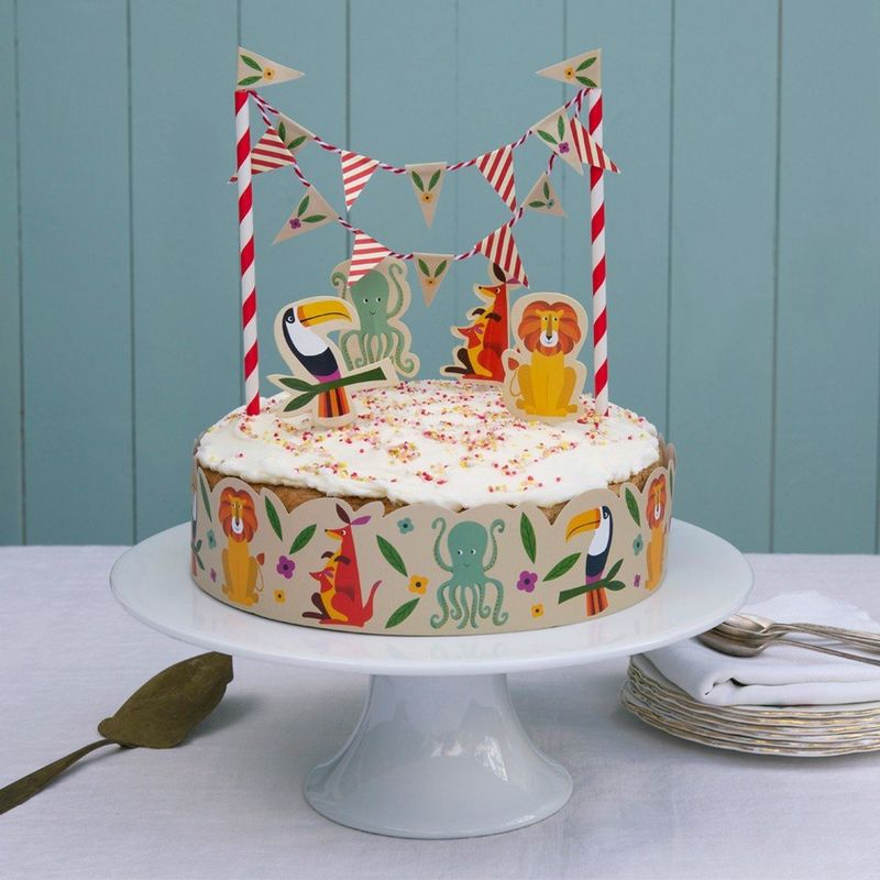 Colorfull-creature-cake-bunting-lifestyle