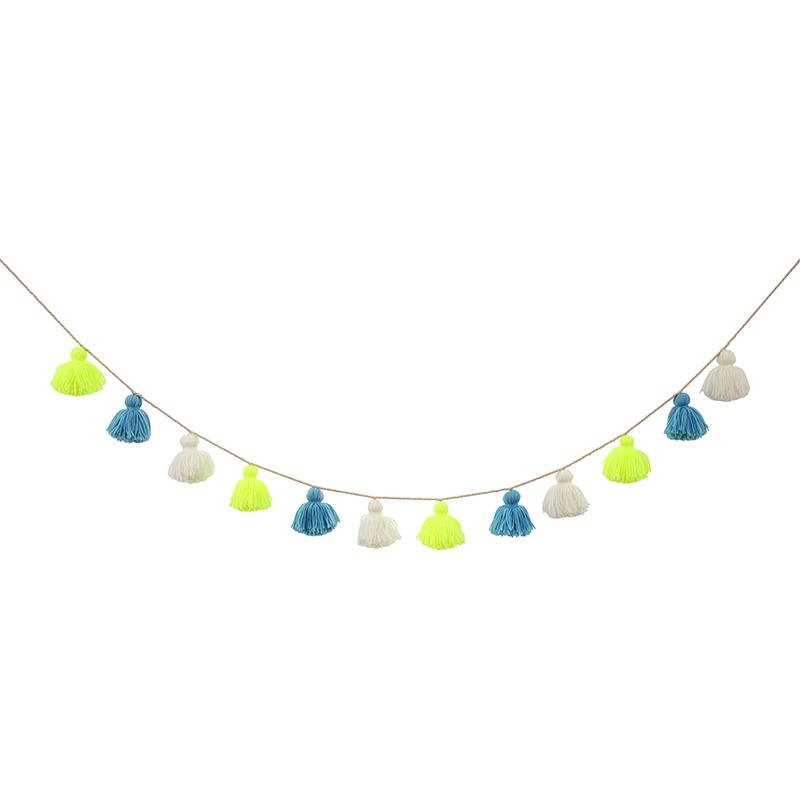 Gurilande-pompons-bleus-jaune-fluo-merimeri-deco-enfant-paris15
