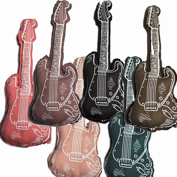 Coussin-guitare-prune-numero-74-