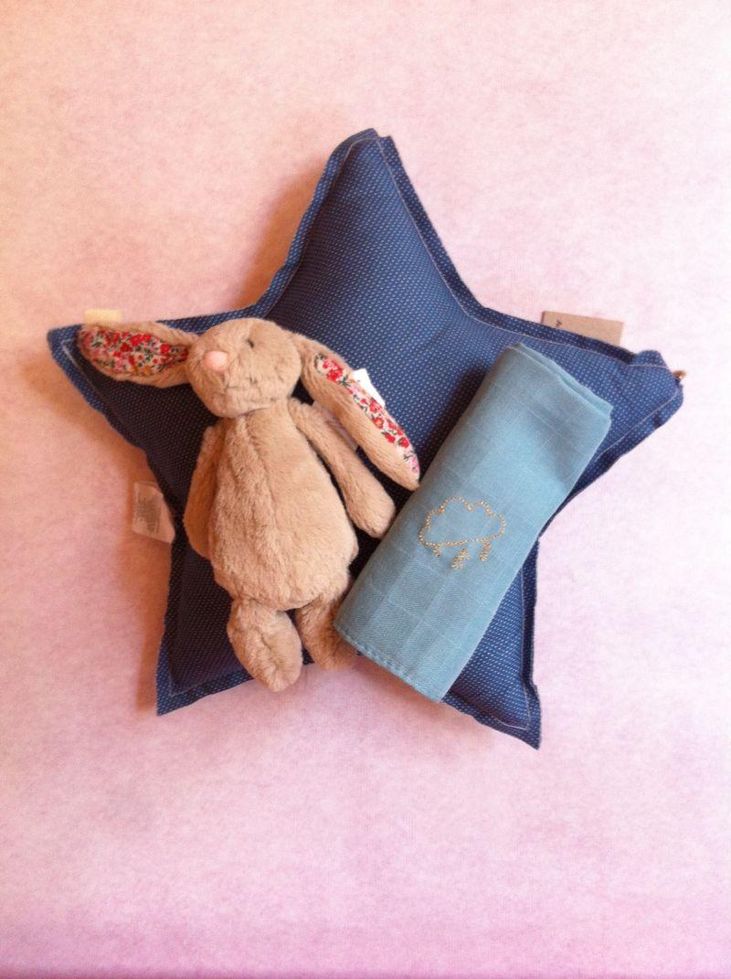 Coussin-etoile-lapin-cadeau-naissance-lange