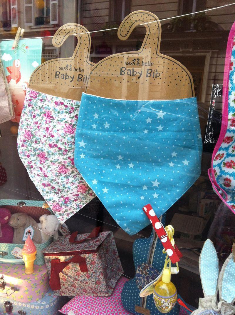 Bavoir-bandana-foulard-bébé-cadeaux-vitrine-p