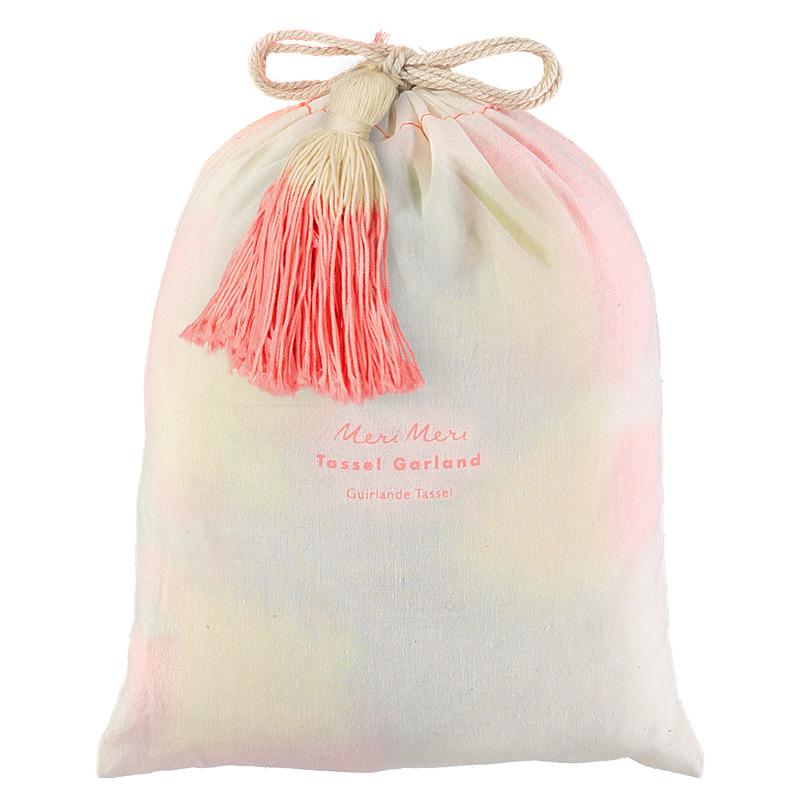 Guirlande-pompons-colorés-meri-meri-paris15-sac-coton