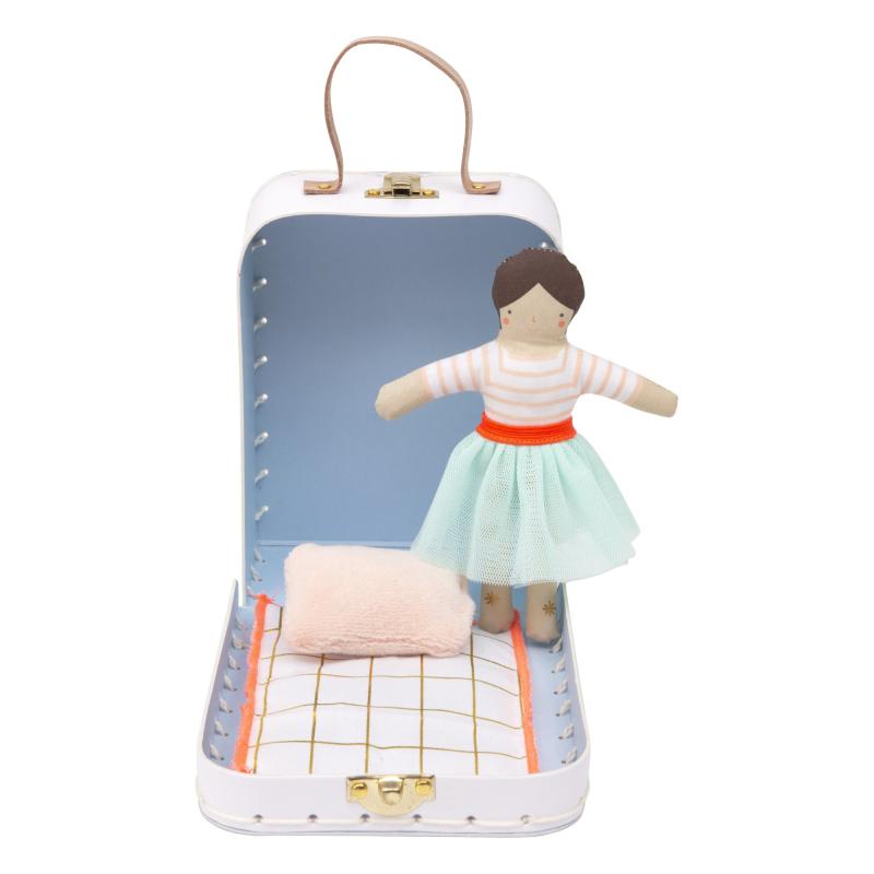 Valise-avec-poupee-lila